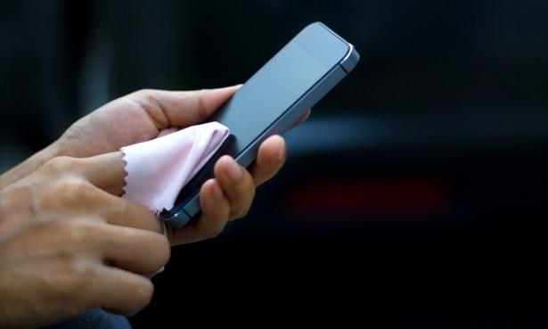 Limpiar el móvil con toallita