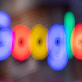 cambiar voz asistente Google