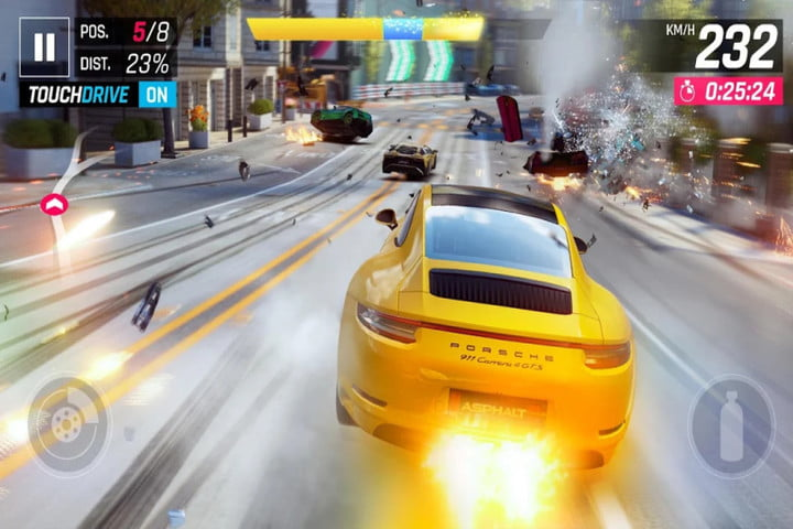 Captura de pantalla del juego Asphalt 9: Legends en Android que muestra un yello porsche racing